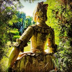 Detail of the most beautiful and ancient green theatre of Europe - must see in Tuscany Europe Must See, Tuscany, Samurai, Most Beautiful, Villa, Italy, Statue, Green, Fictional Characters