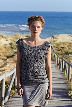 We love sophisticated crochet! This great pattern can be made in our DROP Bomull-Lin. We think it would be great for summer! Ravelry: Fountain pattern by Marie Wallin