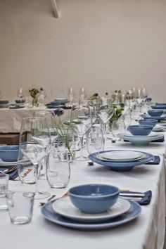 vosgesparis: Table setting with Pillivuyt   Blue & White