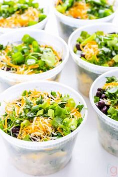 This easy vegetarian meal prep will help you simplify your mornings. These make ahead vegetarian breakfast bowls are flavorful, filing and fresh. Vegetarian Meal Prep, Vegetarian Breakfast, Make Ahead Breakfast, Vegetarian Recipes Easy, Healthy Chicken Recipes, Delicious Recipes, Yummy Food, Potato And Egg Breakfast, Breakfast Bowls