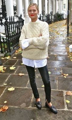 Knitted cream sweater + white shirt +black leather leggings + black loafers + re. - Knitted cream sweater + white shirt +black leather leggings + black loafers + red lips Source by - Mode Outfits, Casual Outfits, Fashion Outfits, Fashion Ideas, Casual Dresses, Dress Fashion, Casual Office Attire, 30 Outfits, Fashion Hacks