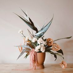 Birds of paradise, anthuriums, amaranth in terracotta pot. Art Floral, Floral Design, Dried Flower Arrangements, Dried Flowers, Modern Floral Arrangements, Vase Arrangements, Flower Bar, Cactus Flower, Flower Designs