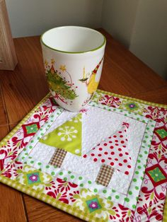 PatchworknPlay: Mug rug made from an orphan block.  How festive and fun!