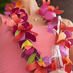 Perfect for a tropical Luau! Learn how to make a paper flower lei with tutorial and free printable.