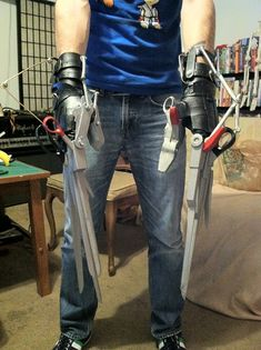 A near-screen-accurate replica costume prop of the gloves worn by Edward Scissorhands, made primarily of wood & foam. Edward Scissorhands Gloves, Edward Scissorhands Halloween Costume, Diy Costumes, Halloween Costumes, Costume Ideas, Scarecrow Costume, Halloween 2019, Tim Burton, Cosplay