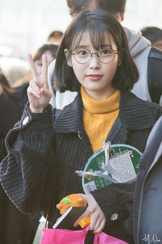 6 IU Fashion Outfits That Embody The Korean College Girl Look Iu Short Hair, Korean Short Hair, Short Hair Styles, Iu Fashion, Korean Fashion, Fashion Outfits, K Idol, Korean Celebrities, College Girls