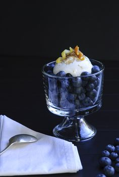 [a simple and beautiful way to serve blueberries!] Blueberries with Brown Sugar Cream from @Kristin Holt