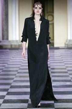 Unbuttoned. Maxi shirt dress in black silk. Mark Kenly Domino Tan Copenhagen Fall 2016 Fashion Show