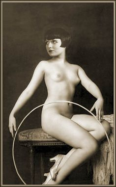 Alfred Cheney Johnston and the Ziegfeld Hula Hoop Nudes MysteryHooping.org | Hooping.org
