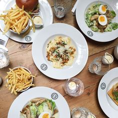 Lunch galore with pumpkin ravioli, Caesar salads, a burger, a quiche and truffle fries at @nacionalamsterdam with the sweetest @rebelle_14 @beginspiration @thelionkitchen! We missed you @culinessa @mytravelboektje! #hotspot #story154 #Amsterdam #TAOambassadors #present #TheAmbassadorsOf #TAOgroup