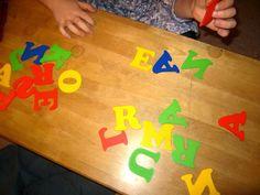 """Open ideat Myrkkysieni-leikissä toinen ottaa kirjaimia yhden kerrallaan pois sanoen samalla kirjaimesta kuuluvan äänteen. Toinen huudahtaa ennalta valitsemansa kirjaimen kohdalla """"Myrkkysieni"""", kun toinen on tarttumassa siihen. Early Literacy, Special Education, Language Arts, Children, Kids, Alphabet, Teaching, Young Children, Young Children"""