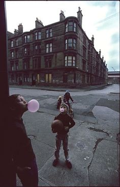 Glasgow, 1980, photo by Raymond Depardon