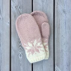 Ravelry: Februarvotter / Februar / February pattern by MaBe Knitted Mittens Pattern, Knit Mittens, Knitted Gloves, Knitting Socks, Loom Knitting, Baby Knitting, Knitting Patterns, Crochet Patterns, Hat Patterns