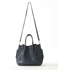 zoe tote in navy pebble cow leather