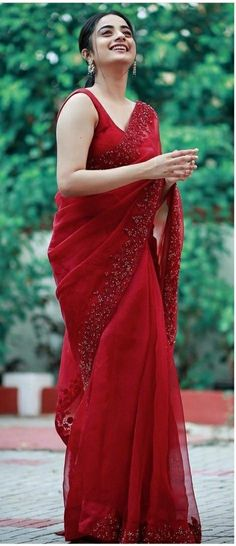Indian Bridal Outfits, Indian Fashion Dresses, Dress Indian Style, Indian Designer Outfits, Lehenga Designs, Saree Designs Party Wear, Saree Blouse Designs, Party Wear Sarees, Trendy Sarees