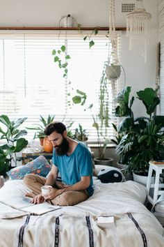 Not just the bedroom ;) Campaign shoot for Kawaiian Lion. Photo by Luisa Brimble. Interior Plants, Diy Interior, Interior And Exterior, Interior Design, Bohemian Interior, Interior Livingroom, Home Bedroom, Bedroom Decor, Budget Bedroom