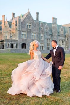 Dori Gown by Hayley Paige___Branford House Wedding captured by Justin and Mary #justgotpaiged #hayleypaige #dorigown