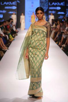 Glimpse of stunning collection by Swati & Sunaina at Lakme Fashion Week Winter Festive 2015! #JabongLFW