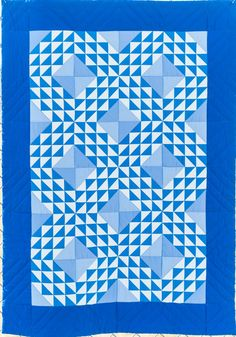 Blue ocean waves quilt by Riley Blake Designs.  2016 Road to California blog.