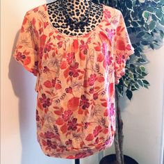 ⚡️⚡️🎄Fashion Bug Peach Floral Print Top🎄 - Floral Top Multicolored - Women's Size Small- Stretchy Material (Larger Fit) Fits Like A Medium- Excellent Condition 🚫 No Trades  🎉 Don't Forget To Bundle Up And Save!!! Fashion Bug Tops Tunics