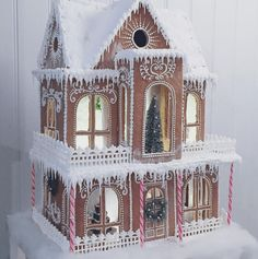 Superb Christmas gingerbread home concepts. Enhance gingerbread homes for Christmas this yr or simply look via the images to get adorning inspiration. Gingerbread House Designs, Gingerbread Village, Christmas Gingerbread House, Noel Christmas, Christmas Goodies, Christmas Treats, Christmas Baking, Gingerbread Cookies, Christmas Decorations