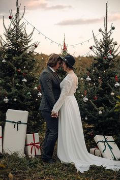 Christmas Tree Farm, Christmas Colors, Rustic Christmas, Christmas Wedding, Christmas Themes, Farm Wedding, Wedding Shoot, Wedding Couples, Boho Wedding