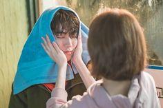 Hơn cả 1 khoảnh khắc, Joon Hyung đã trao lên tay Bok Joo 'nụ hôn hoàng tử'