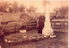 Zerelda James stands at the original grave of her son Jesse James at their home in Kearney, Missouri. Jesse James, Frank James, Wild West Outlaws, Cemetery Headstones, Famous Graves, City People, Old West, Old Photos, Antique Photos