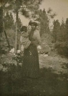 MIWOK MOTHER AND CHILD , 1906