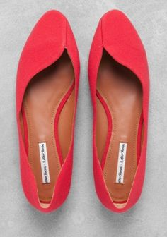 fabric ballerina flats / & other stories las quieroooo Red Shoes, Cute Shoes, Me Too Shoes, Red Flats, Flat Shoes, Shoe Boots, Shoes Sandals, Flat Sandals, Look Office