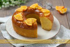Ciambella all'arancia senza burro e latte sofficissima e facile da preparare. Una ricetta senza latticini perfetta come dolce per la colazione e la merenda.