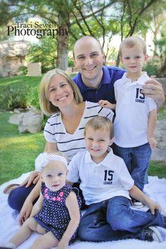 Family Photography Poses   family photo shoot pose; family of 5   Photography Ideas