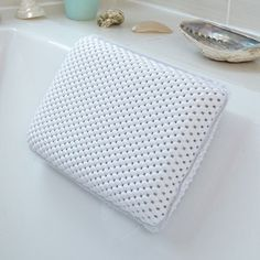 Comfort White Waterproof Bath Pillow - Relax and Unwind! Bath neck support pillow by Bathroom, http://www.amazon.it/dp/B00NCCCQ7S/ref=cm_sw_r_pi_awdl_xs_RtKtybD5TESGA