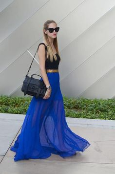 Love the entire outfit, the flowing blue skirt is awesome! Beauty And Fashion, Passion For Fashion, Fashion Women, Fashion Trends, Blue Fashion, Skirt Fashion, Fashion Ideas, Style Work, Mode Style