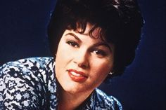 Patsy Cline: 50 years after her tragic death, the world is still crazy for singer Best Country Singers, Country Western Singers, Country Music Stars, Country Girls, I Fall To Pieces, Mike Evans, Patsy Cline, Cool Countries, My Favorite Music