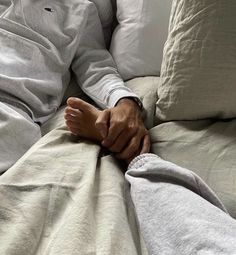 Secret Relationship, Cute Relationship Goals, Cute Relationships, Kids In Love, Just Love, Cute Couples Goals, Couple Goals, Girlfriend And Boyfriend Love, Tumblr Couples