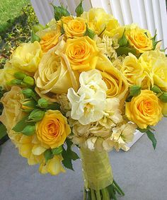 This post is dedicated to Kit …who always said she would have green and white flowers at her wedding…but had a slight. Yellow Wedding Flowers, Yellow Roses, White Flowers, Yellow Weddings, Amazing Flowers, Beautiful Roses, Yellow Bouquets, Hand Bouquet, Flower Aesthetic
