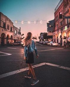 Image about girl in wanderlust by Julia on We Heart It Venice Beach California, Tumblr Photography, Travel Photography, Poses, Usa Tumblr, Wanderlust, Foto Pose, Travel Goals, Route 66