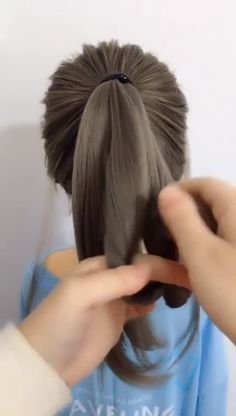 Very easy to learn- beautiful and cute ponytail Very easy to learn- beautiful and cute ponytail Hairstyles for Women easy hairstyles Very easy to learn- beautiful and nbsp hellip Messy Bun videos Cute Ponytail Hairstyles, Cute Ponytails, Girl Hairstyles, Braided Hairstyles, Haircuts For Fine Hair, Creative Hairstyles, Hair Videos, Hair Hacks, Hair Trends
