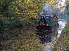 Narrow boat on Stratford-upon-Avon Canal by David P Howard, via Geograph