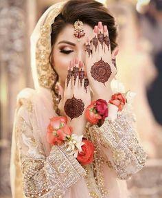 Mehndi Design Offline is an app which will give you more than 300 mehndi designs. - Mehndi Designs and Styles - Henna Designs Hand Bridal Mehndi Dresses, Pakistani Bridal Makeup, Nikkah Dress, Pakistani Wedding Outfits, Bridal Dress Design, Bridal Henna, Bridal Style, Wedding Dresses, Mehndi Designs For Girls