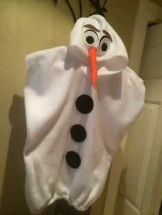 This adorable Olaf costume is perfect for any child. Boy or girl.  Its made with fleece and velcros in the back. It is meant to be Baggie. Can do