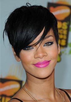 #Rihanna rocking beautiful #pinklips & #cateyes
