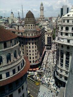 Calle Florida y Av. Diagonal Norte. Buenos Aires.
