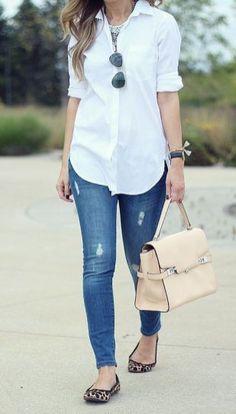 9afae8963d Camisa branca e calça jeans  o melhor combo para os dias de pouca inspiração