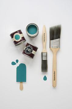 Farrow&Ball_Vardo_JesusSauvage Farrow Ball, Celadon, Grey Furniture, Paint Finishes, Painting Tips, Decoration, Shades Of Blue, Blue Grey, Monochrome