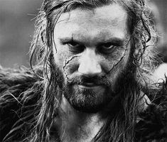Rollo Lothbrok - Vikings - Clive Standen (GIF) I just re-watched this episode(maybe the time)and when the Earl dies this look, that Rollo gave Ragnar, was chilling. And then the little lawgiver gets it in the chest. Vikings Tv Series, Vikings Tv Show, Lagertha, Rollo Lothbrok, Viking Series, Vikings Ragnar, The Last Kingdom, Cinema, History Channel
