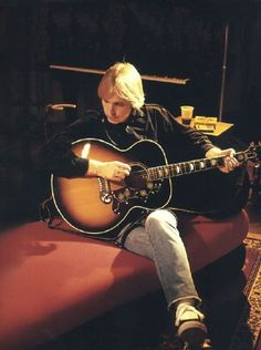 Tom Petty with a Gibson J-200