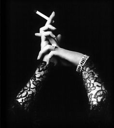 (♥) Alfred Cheney Johnston: Woman hands, 1920s    // ]]]]>]]>