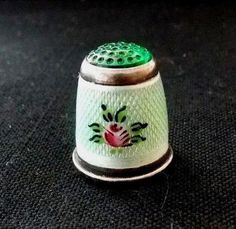 ANTIQUE GERMAN STERLING SILVER GUILLOCHE ENAMEL SEWING THIMBLE-GREEN GLASS CAP